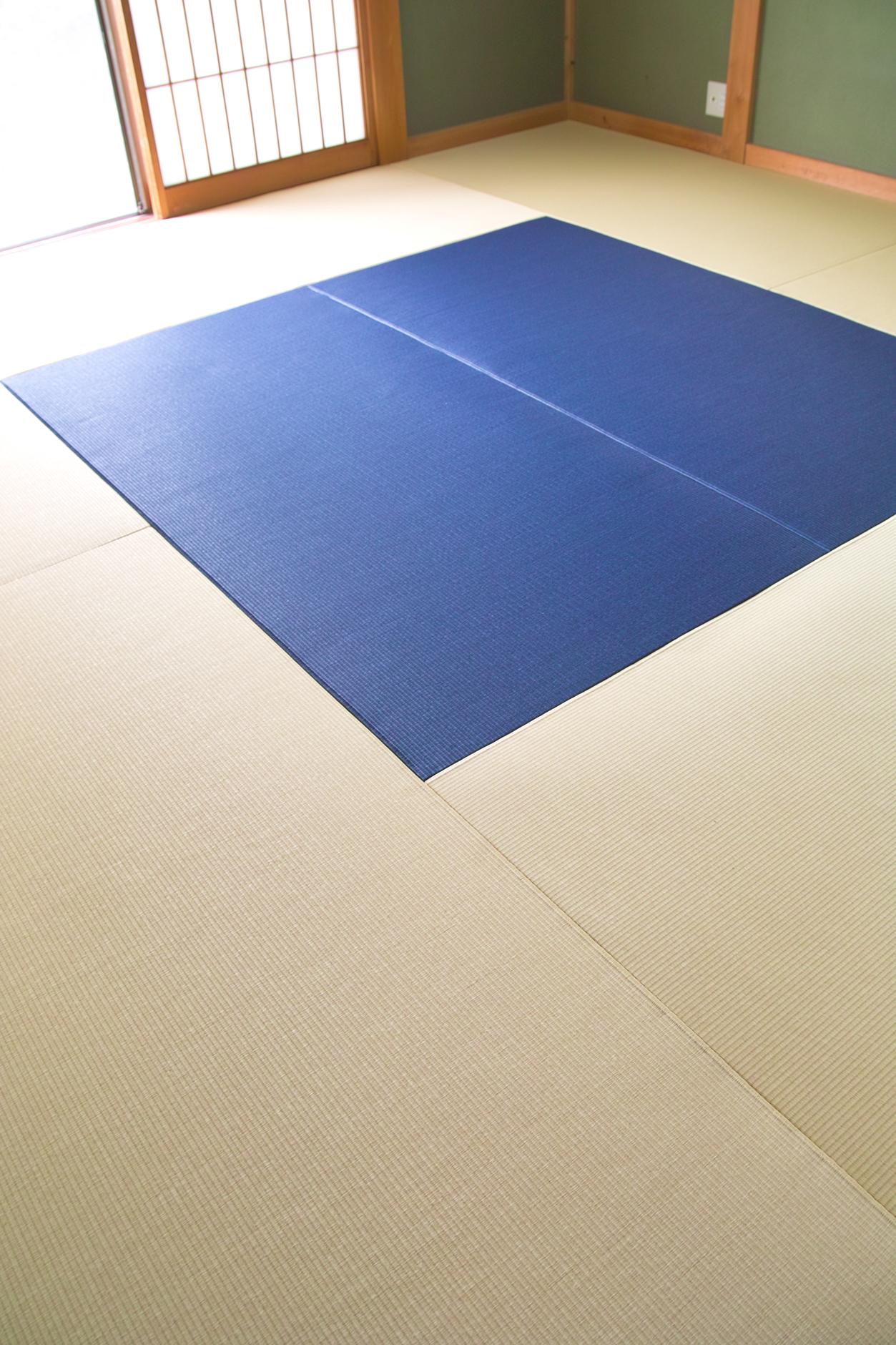 純和室に斬新な縁なし畳(琉球畳)