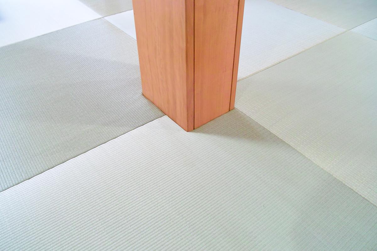 縁なし畳(琉球畳)の部屋の真ん中に柱