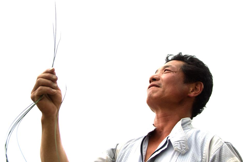 熊本県人吉市の畳表生産者、田中弘幸さん